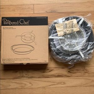 The Pampered Chef Nonstick Cake Set